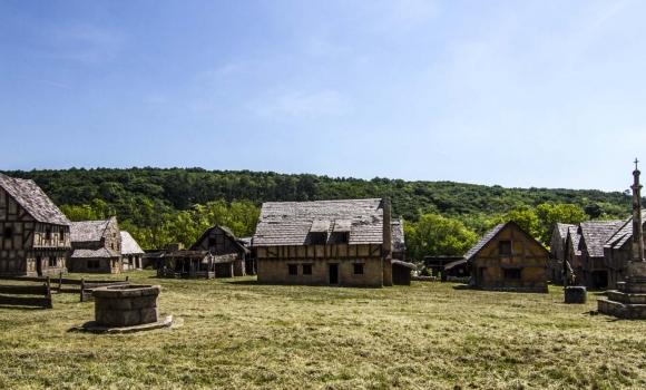 1-Korda Studios Medieval backlot set 4